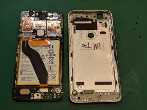 Nexus6Pのネジを外しケースを開ける画像
