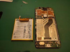Nexus6Pのバッテリーを外す画像